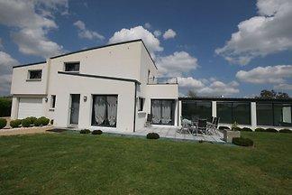 Moderne Villa mit beheiztem Hallenbad und nur...