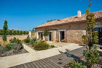 Authentieke villa met een zwembad op het...