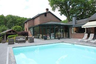 Gemütliche Villa in Marche-en-Famenne mit pri...