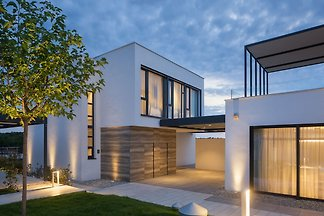 Moderne Villa in Bale mit Pool