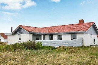 Einladendes Ferienhaus in Frostrup am Strand