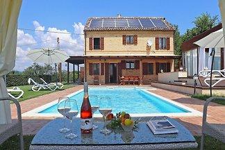Moderne Villa am Monte Giberto nahe der...