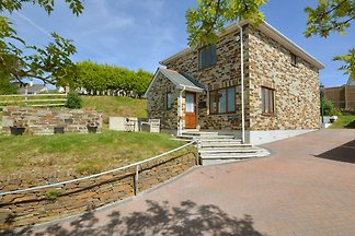Comfortable, bright holiday home with private...