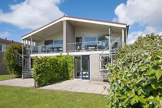 Sauberes Ferienhaus mit Mikrowelle, Strand in...