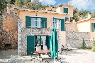 Große kinderfreundliche Villa in Pera Melana ...