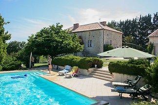 Moderne Villa mit Garten in Saint-Maurin