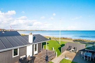 Wunderschönes Ferienhaus in Sjolund am Meer