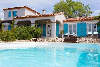 Moderne Villa in Camplong mit privatem Pool