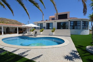 Luxuriöse Villa mit privatem Pool in Coveta...
