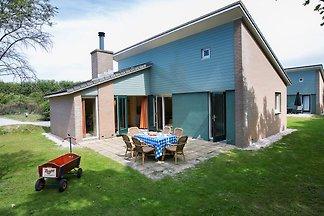 Neu gestaltetes Ferienhaus mit Kamin in...