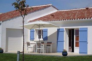 Modernes Ferienhaus in Avrillé mit Garten