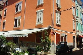 Gemütliches Appartement mit Terrasse in Piran