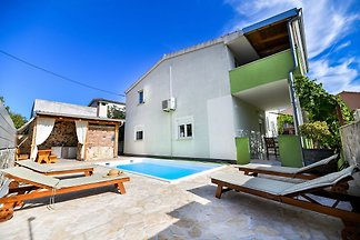 Piękny dom wakacyjny z prywatnym basenem, uro...