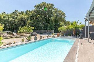 Ruhige Villa in Saint-Victor-la-Coste mit pri...