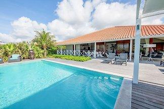 Villa de lujo en Jan Thiel con piscina