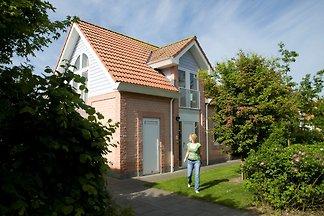 Freist., gepflegte Villa mit Garten, 1 km vom...