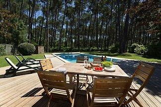 Luxuriöse Villa mit großem Garten nahe dem Ét...