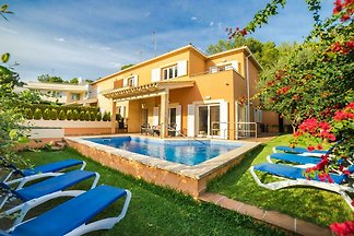 Geräumige Villa mit privatem Pool in Alcudia,...