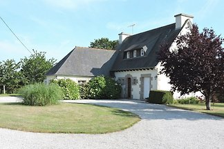 Großes Ferienhaus mit Garten in Hénansal in d...
