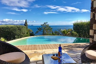 Atemberaubende Villa mit Pool in Les...