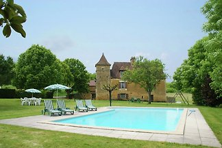 Vintage Holiday Home in Besse with Swimming...