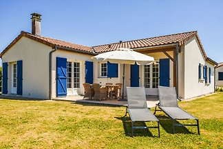 Gemütliche Villa mit Swimmingpool in Les...