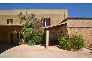 Large country house with pool just 8 km from ...