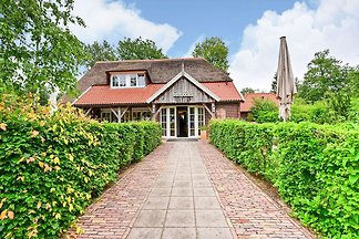 Luxus-Ferienhaus in Holten in den bewaldeten...
