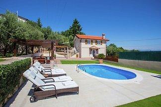 Schöne Villa mit Meerblick und Pool in der Nä...