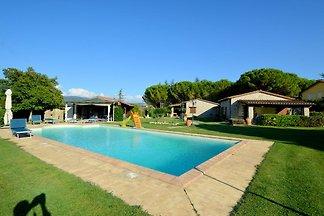 Moderna casa vacanze a Marsciano con piscina...