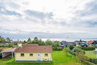 Ruhiges Ferienhaus in Rønde auf einem...
