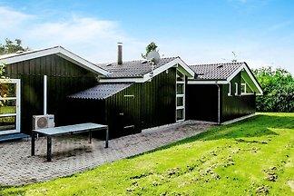 Geräumiges Ferienhaus in Farsø, 900m vom Limf...