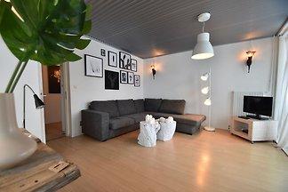 Modernes Ferienhaus mit Terrasse in Bergen aa...