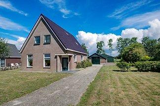 Elegantes Ferienhaus in Langezwaag mit...