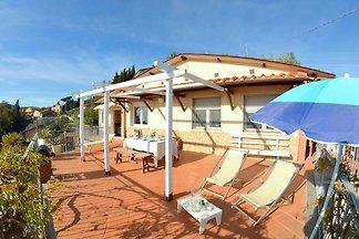 Schönes Ferienhaus mit Swimmingpool in...