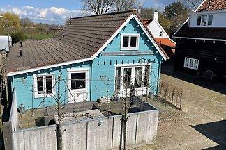 Holzferienhaus 1 km vom Strand entfernt, komp...
