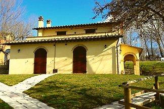Luxuriöses Ferienhaus in Montone mit 2...