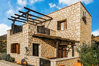 Stein-Ferienhaus in Lagkada mit Garten mit...