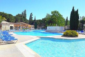 Bequemes Ferienhaus mit Swimmingpool, Garten,...