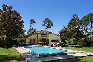 Luxuriöse Villa mit großem Garten nahe des Ét...