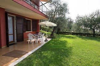 Residence sul lago di Garda con piscina e gia...