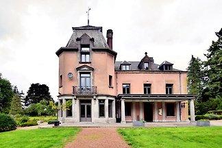 Luxuriöses Schloss mit Whirlpool auf dem Land...