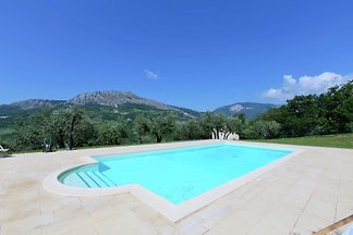 Moderne Villa mit eigenem Pool in Pietranico...