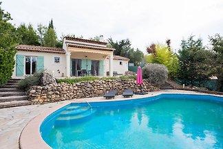 Wunderschöne Villa in Saint-Paul-en-Forêt mit...