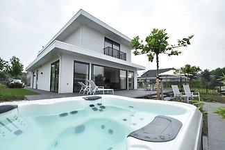 Moderne Villa mit Jacuzzi und Sauna in Harder...