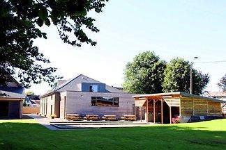 Komfortables Ferienhaus mit Hallenbad in Malm...