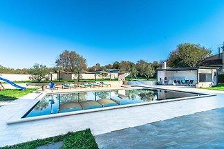 Freistehende Villa mit privatem Pool, überdac...