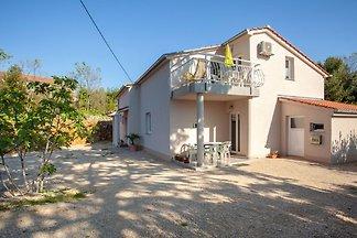 Luxuriöse Ferienwohnung mit Terrasse in Sveti...