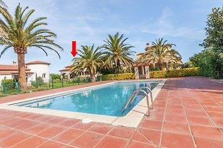 Schöne Villa mit Swimmingpool in Vilacolum