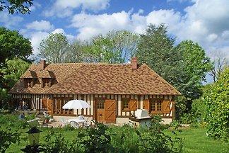 Traditionelles Haus mit Garten in Dampsmesnil...